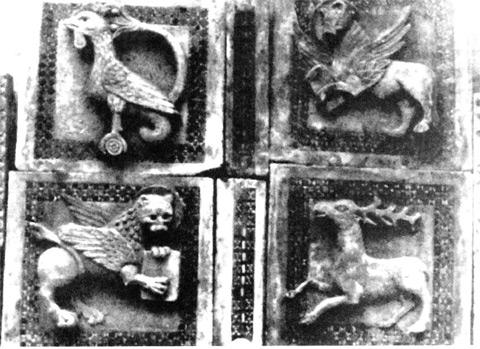 Antica foto della Soprintendenza del Lazio che ritrae le formelle nella Chiesa di S. Lucia.
